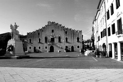Piazza della Repubblica: Municipio a Portogruaro, Venezia