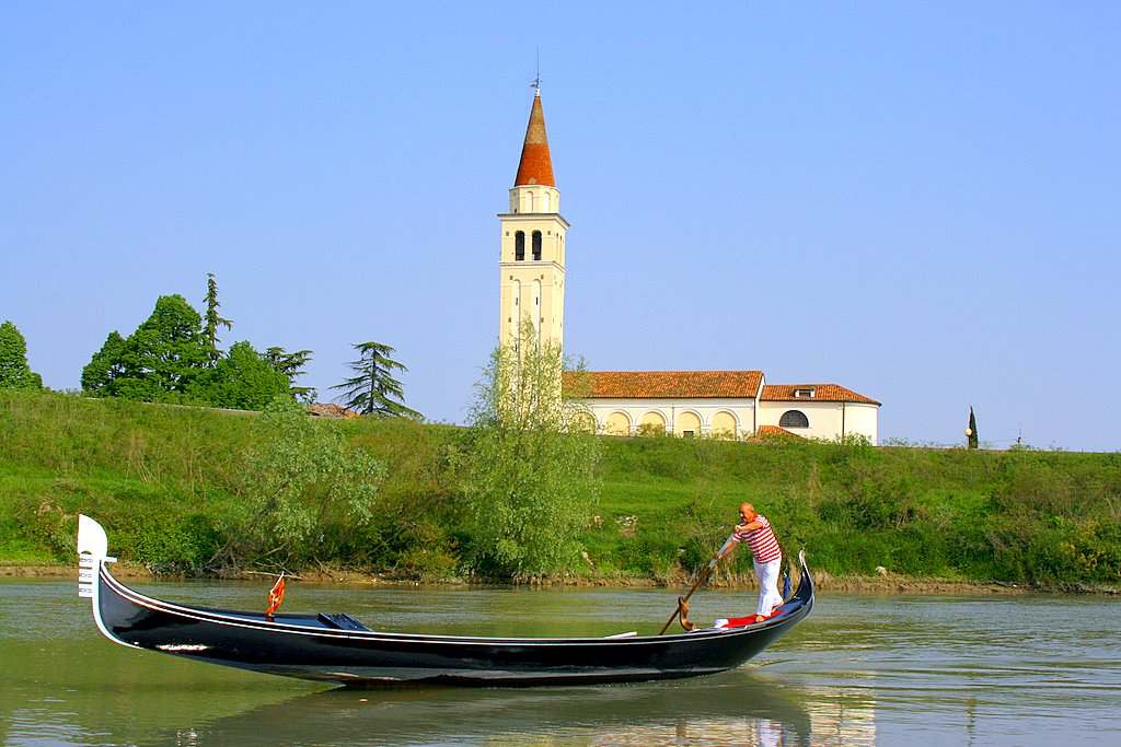 """""""Una Gondola per la Vita"""" passa per San Stino di Livenza, Città del Vino"""