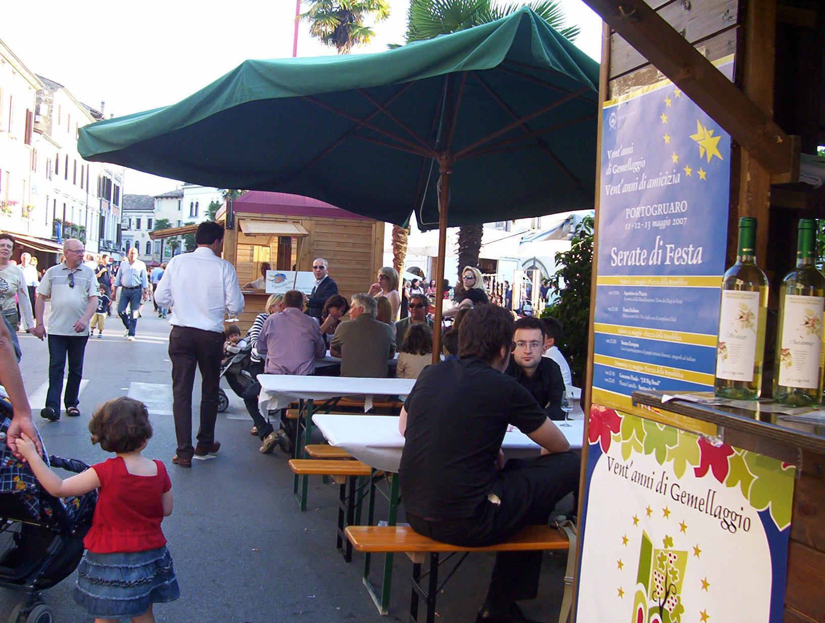 Su e giù per le vie del centro storico di Portogruaro...