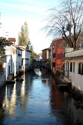 Le case del centro storico di Portogruaro hanno la doppia entrata: dalla strada e dal canale, come a Venezia