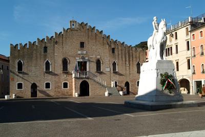 Piazza della Repubblica di Portogruaro: il Municipio