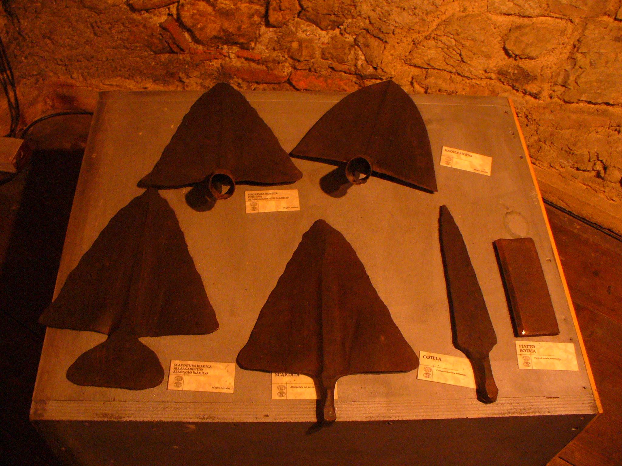 Antichi mestieri alla Fiera di Sant'Andrea di Portogruaro: come nasce una vanga